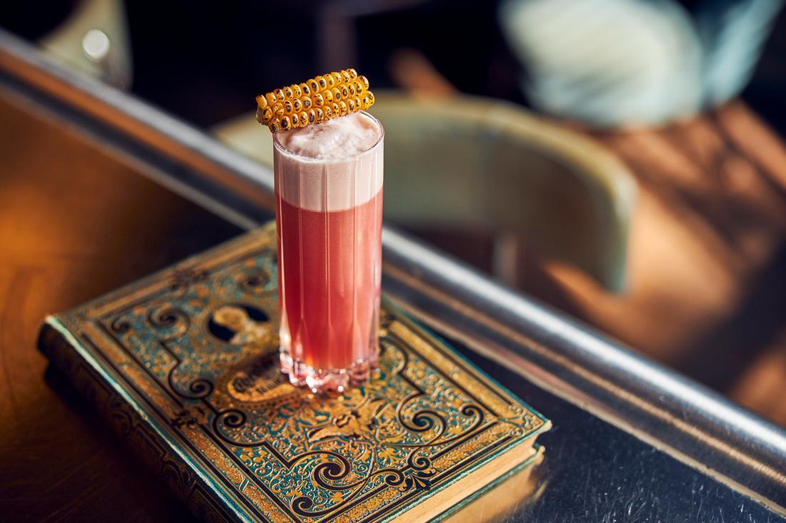 Pulitzer's Bar is een fijne hotelbar op de Keizersgracht in Amsterdam. Verwacht superieure service, oprechte gastvrijheid en cocktails van de hoogste kwaliteit. In 2019 kreeg Pulitzer's Bar de prijs voor de beste hotelbar van Amsterdam van de Best Hotel Bar Awards.
