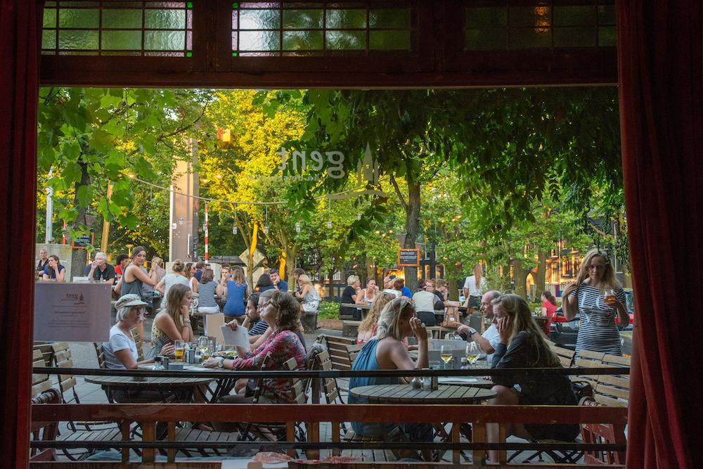 Gent aan de Schinkel is een gezellig café waar je al om 10 uur kunt aanschuiven. Een vers ontbijtje, gezellige lunch of overheerlijk diner - je kunt er heel de dag terecht.