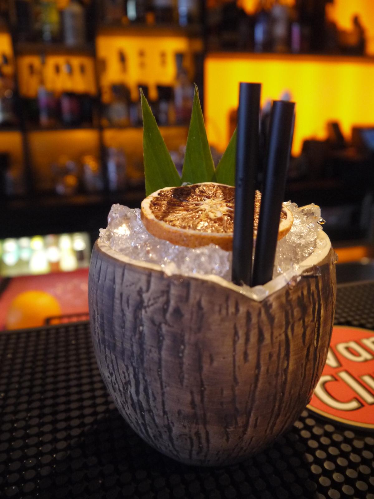 Mojito's, Raspberry Caipirinha, Classic Daiquiri en de Spicy Mulata… De cocktails van Rum Barrel zijn allemaal geïnspireerd door de wereldreizen die de eigenaren hebben gemaakt. Dit heeft geleid tot een stukje tropisch paradijs in Amsterdam!