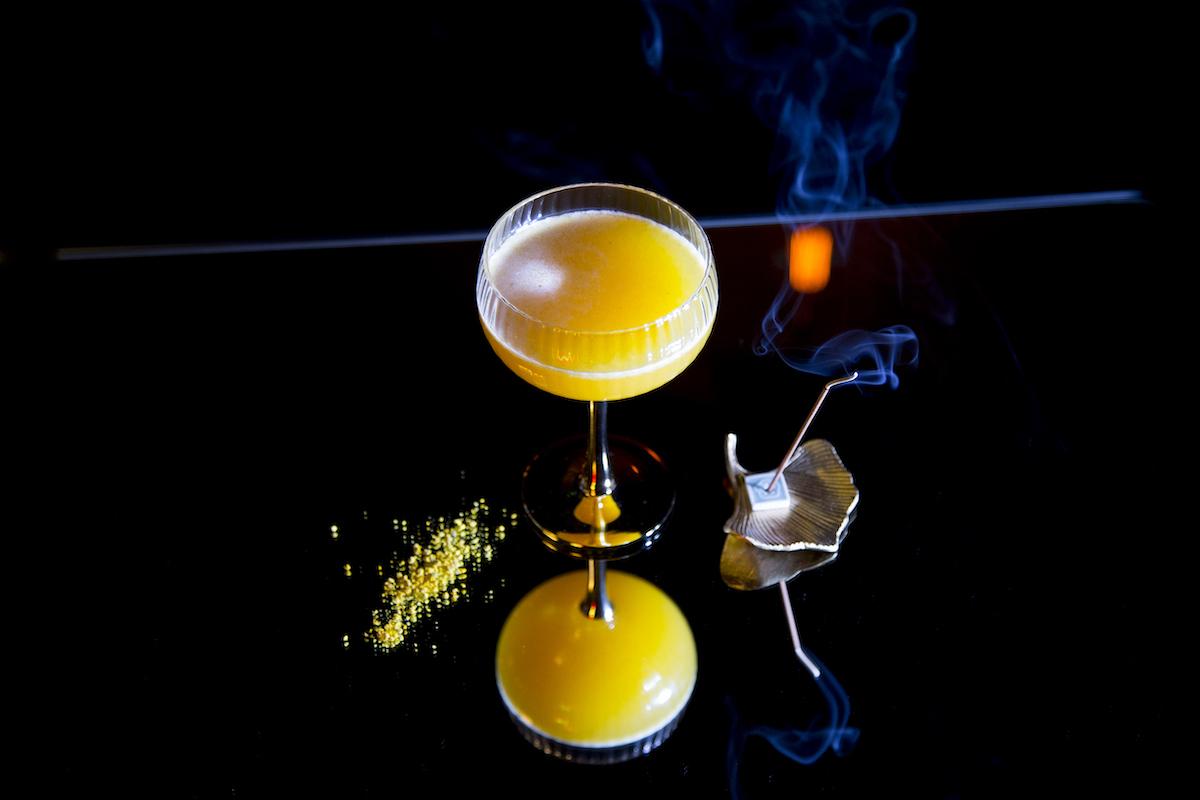 Kies bij Vesper in Amsterdam de cocktail die perfect bij jou past met behulp van een matrix. Super handig en zo kun jij in deze fancy bar jouw nieuwe favo cocktails drinken.