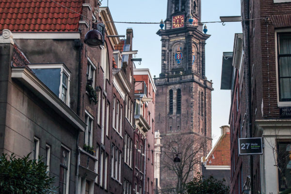 Wil je meer informatie over waar je je auto kunt parkeren in Amsterdam? Hieronder delen we handige informatie en onze tips.