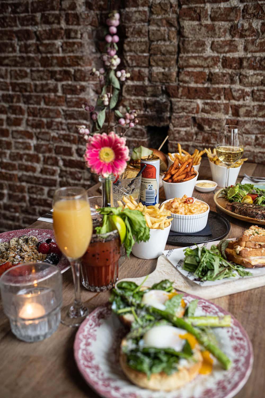 Pizza voor brunch? Yes please! Bij de brunchplek Metropolitain serveren ze van 10:00 tot 16:30 uur de lekkerste ontbijt-, snack- en brunch gerechten.