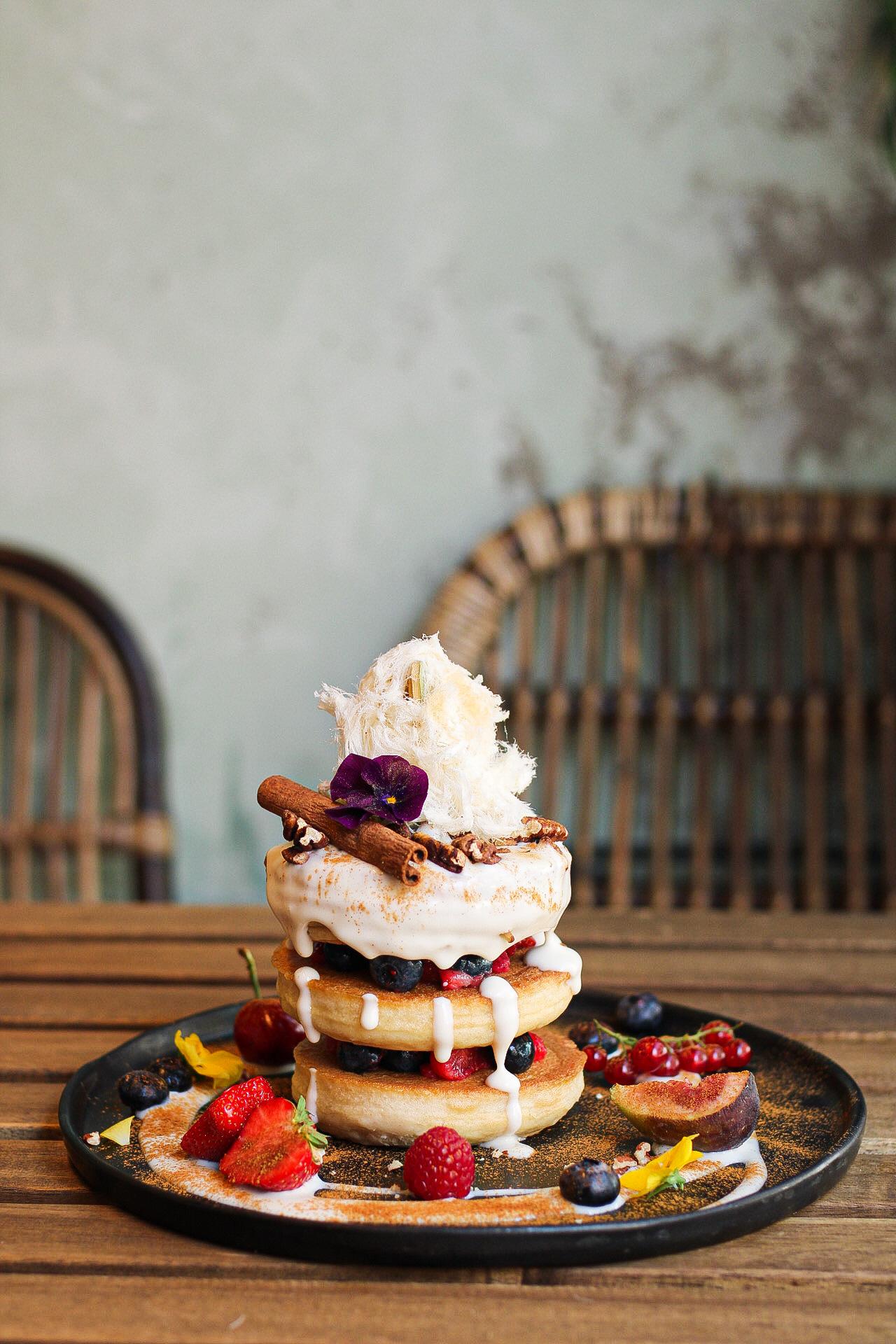 Zin in pancakes voor brunch? Bij Mr. Stacks eet je de lekkerste, meest fluffy vegan pannenkoeken. Er staan allerlei variaties op het menu, voor zowel de zoetekauw als de hartige eter.