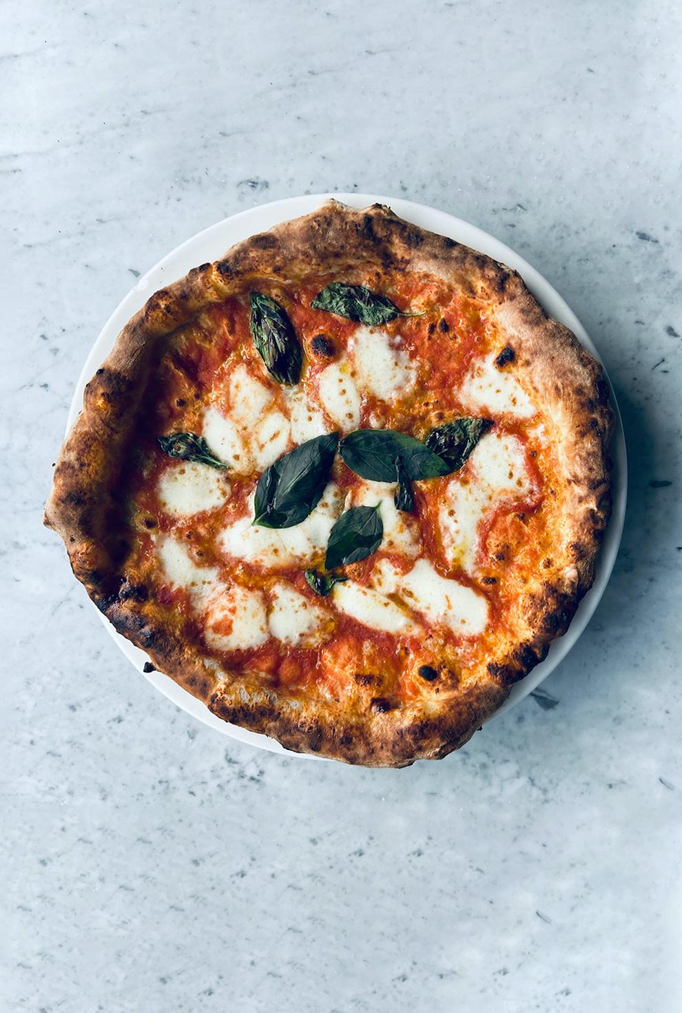 Een pizzeria die officieel is erkend voor zijn Napolitaanse pizza's is Pizza Beppe. Een leuke hotspot waar je de pizza Margherita in meerdere varianten kan bestellen. Daarnaast serveren ze hier lekkere calzone pizza, een 4 formaggi én een aantal vegan pizza's.
