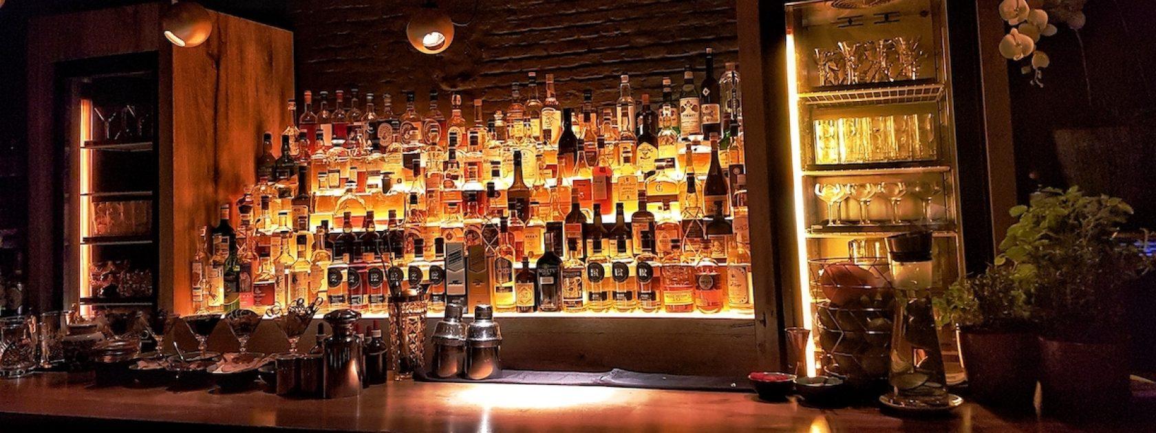 BelRoy's in Antwerpen is een sfeervolle cocktailbar waar je geniet van de klassiekers met een twist. Wist je dat zes maanden na de opening, ze zelfs werden verkozen tot beste cocktailbar van België?