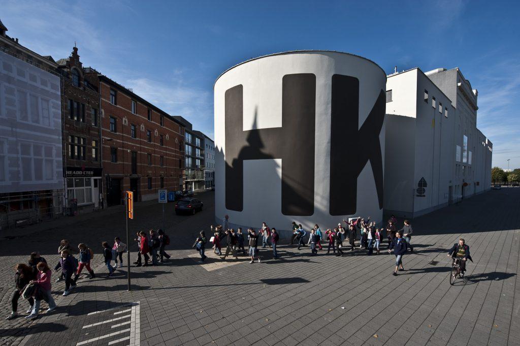Als museum voor de hedendaagse kunst draait het hier om beeldende kunst, film en beeldcultuur. Het museum bezit meer dan 4750 werken en 700 verschillende kunstenaars, zowel nationaal als internationaal.