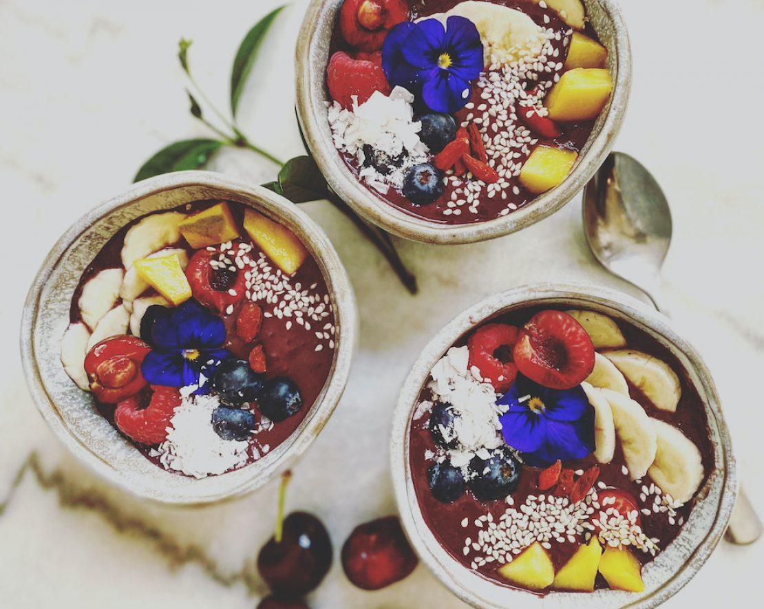 Bijna alles bij Plant B in Antwerpen is veganistisch. Denk aan lekkere Chai Porridge, Pataya Bowl, of een YOLO vegan breakfast.