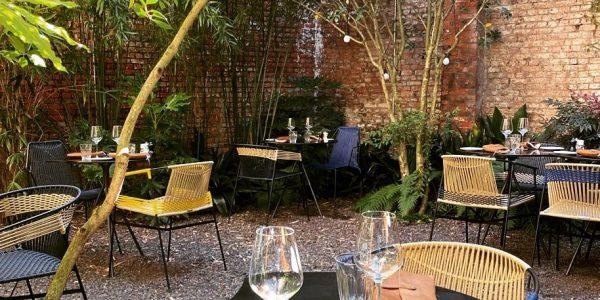 Bij Restaurant Veranda in Antwerpen eet je volgens het 5-gangen menu of bestel je zelf de gerechten à la carte. Ze hebben ook een heerlijke binnentuin, ideaal als de zon schijnt.