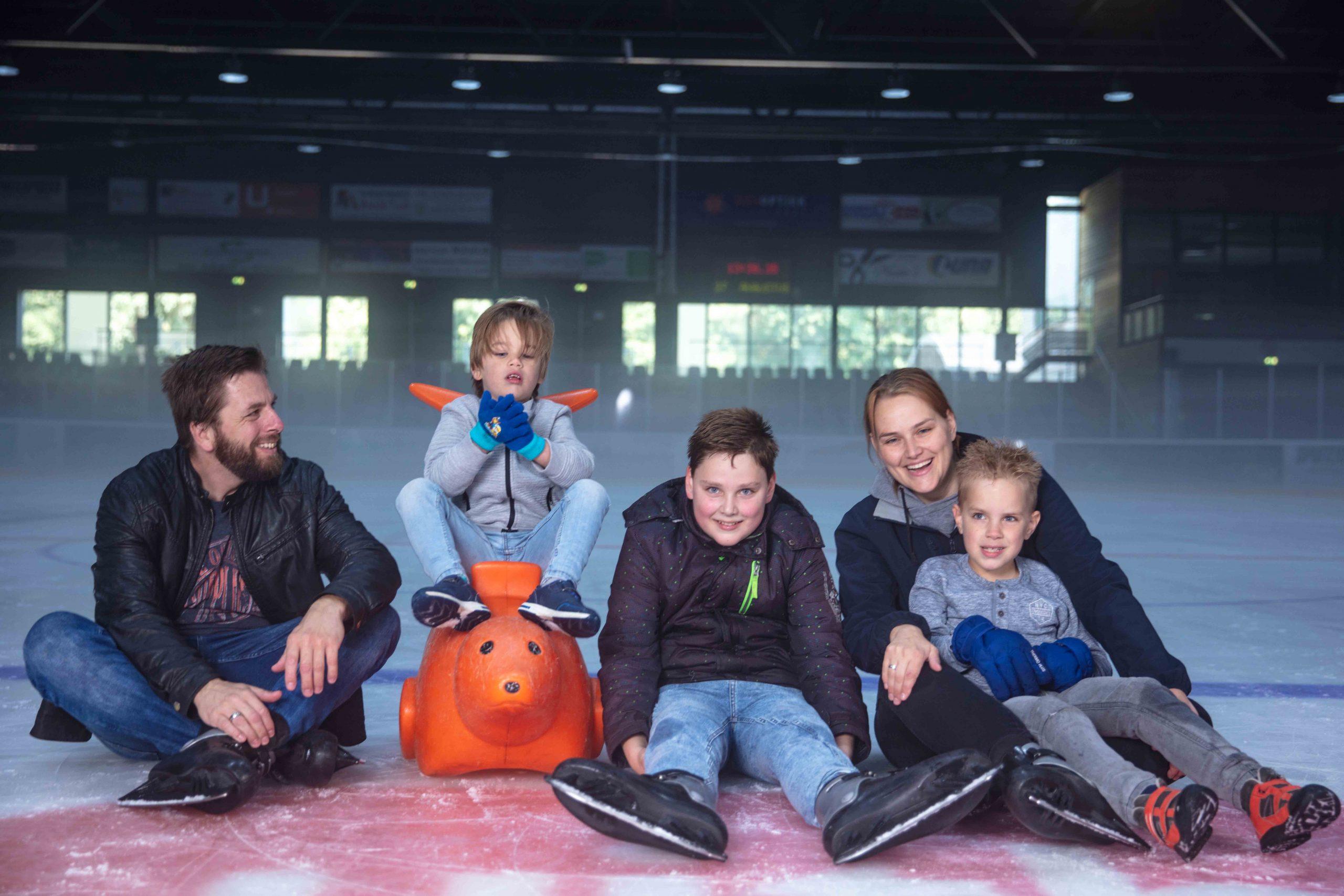Voor het echte wintergevoel ga je natuurlijk schaatsen. In De Uithof in Den Haag is de 400 meter schaatsbaan van oktober t/m maart geopend. In De Uithof kan je ook skiën, snowboarden, klimmen, karten en lasergamen. Genoeg leuke dingen dus voor een regenachtige dag!