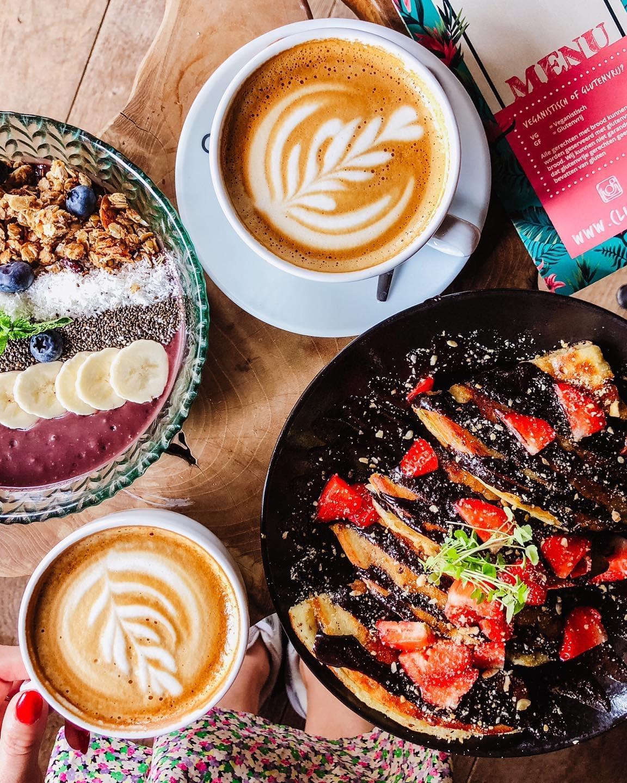 Eten bij Club Vers is vers, gezond én lekker. Ideaal voor vegetariërs of veganisten of mensen die gewoon heel graag genieten van een all-day breakfast!