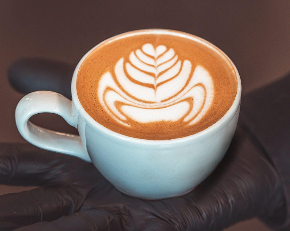 Chocola en koffie zijn hoogstwaarschijnlijk de twee favoriete dingen van veel mensen. Zoek een plekje in de koffielounge en proef van hun heerlijke chocolade menu.
