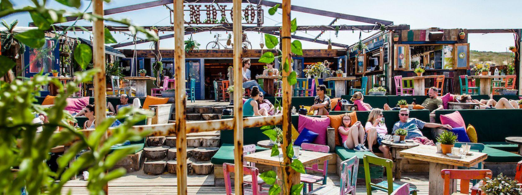 Een van de leukste strandtenten in Scheveningen is toch wel Indigo. Super kleurrijk, lekker eten en een fijne sfeer!