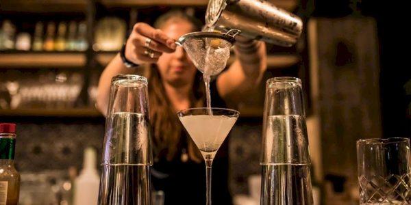 Milú is een leuke plek in Den Haag waar je lekker kan borrelen en een heerlijke cocktail kan bestellen.