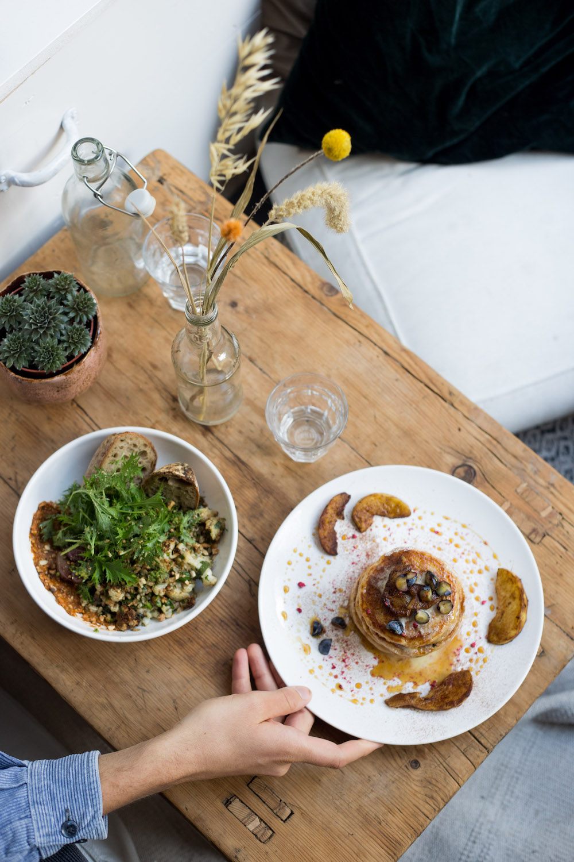 Bij PLENTY in Den Haag zijn de gerechten 100% plantaardig. Daarnaast besteden ze veel tijd en liefde aan het kiezen van de ingrediënten, om er zeker van te zijn dat er heerlijke voedzame gerechten uit komen.