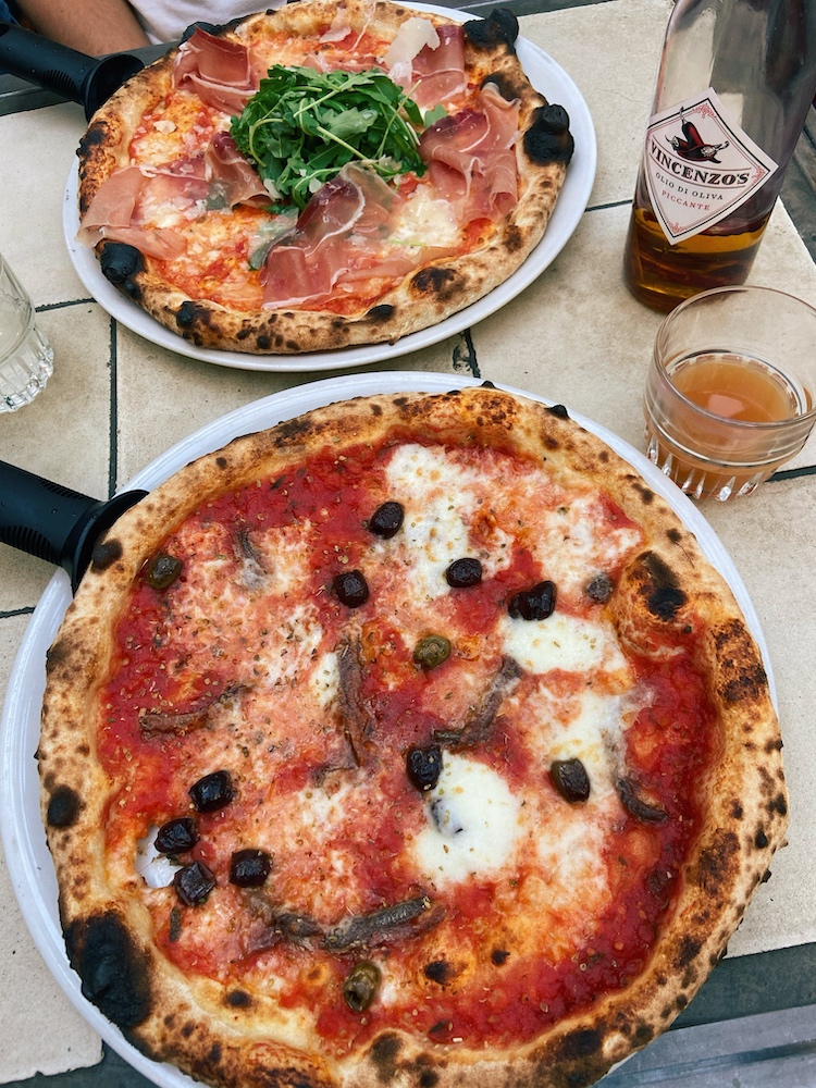 Een van de beste plekken in Den Haag om te genieten van een pizza is toch wel Vincenzo's.