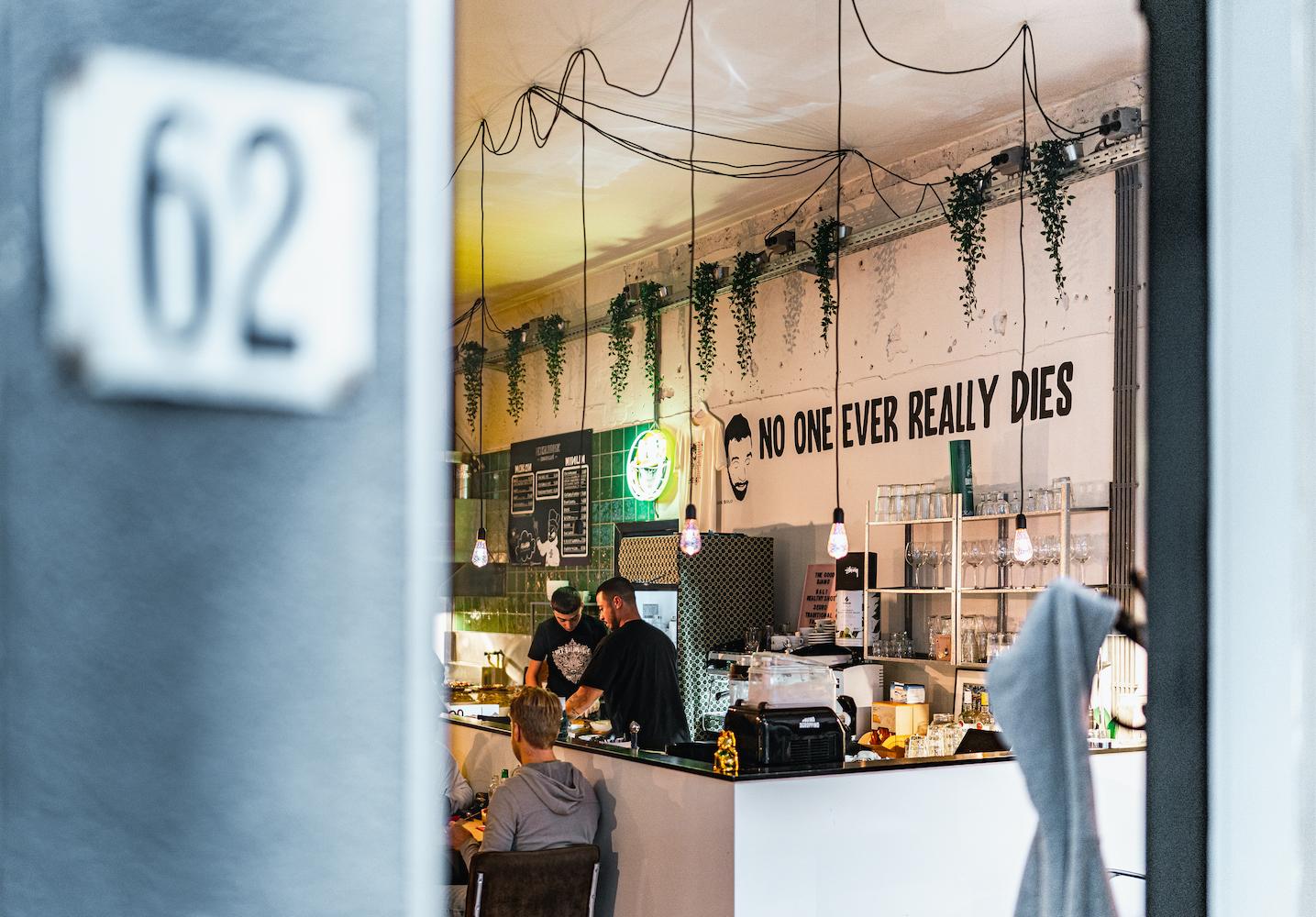 Trek in lekker Indonesisch eten? Dan is het Balihuisje in Den Haag een super leuke hotspot voor jou!